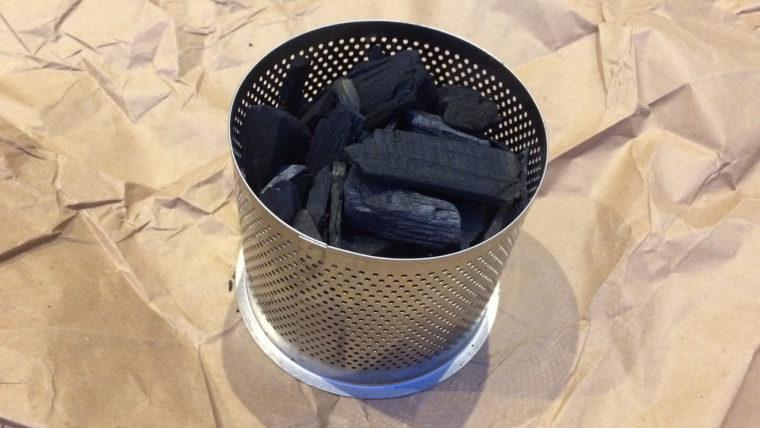 無煙炭火ロータスグリル|チャコールコンテナーに炭を入れる