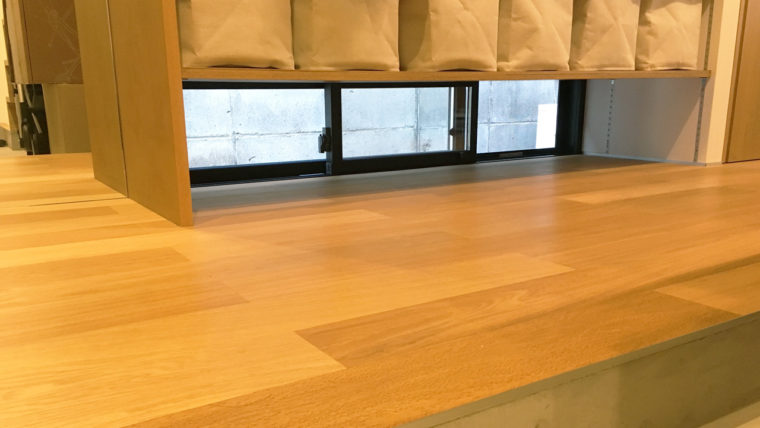 玄関土間収納-湿気・ニオイ対策のために窓を設置
