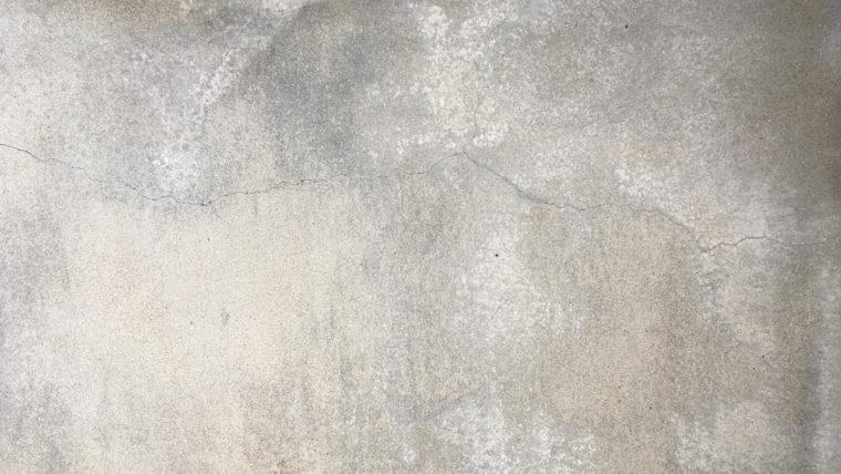 コンクリートのひび割れ(クラック)と黒ずみ